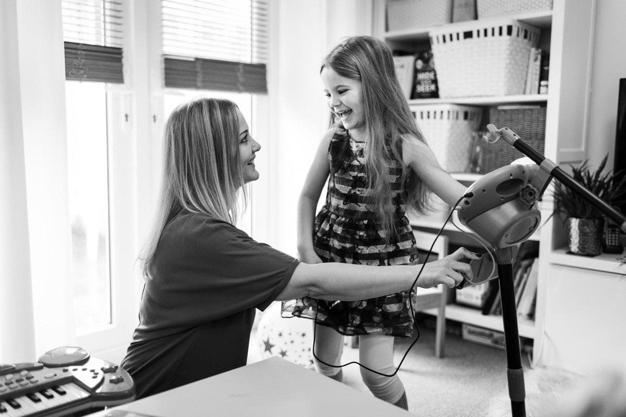 mum and daughter singing
