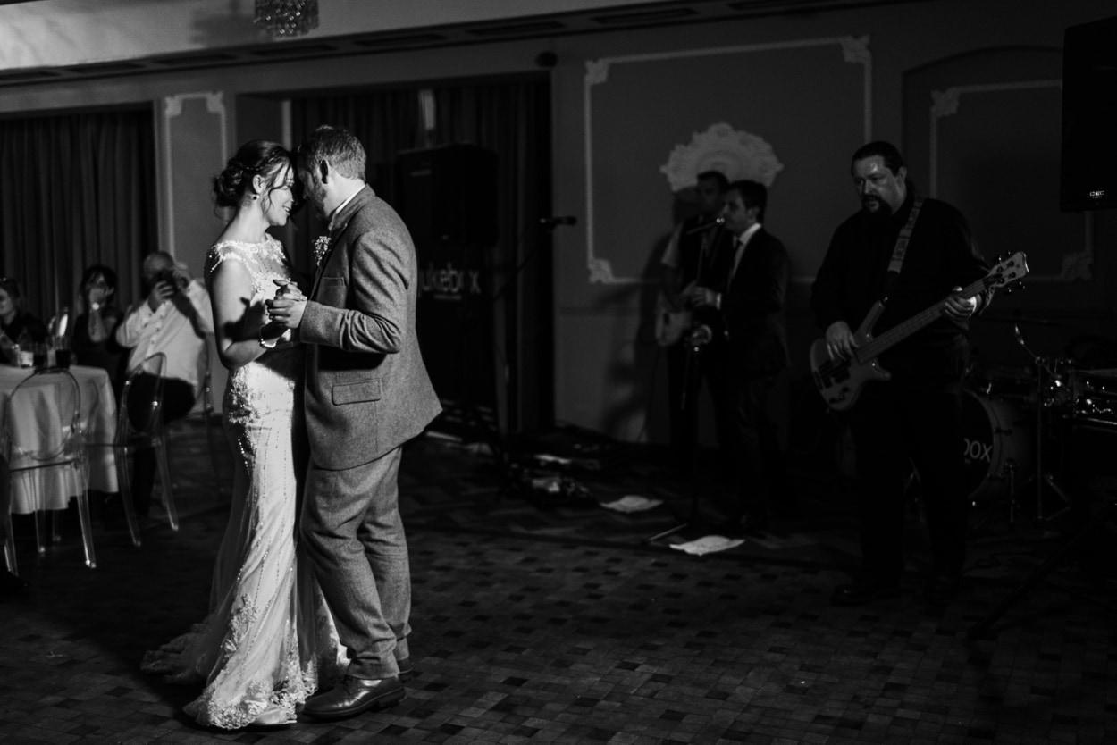 First dance at Hammet House wedding