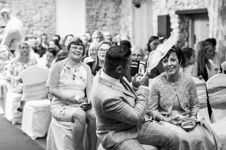 mobil phone use durign wedding ceremony
