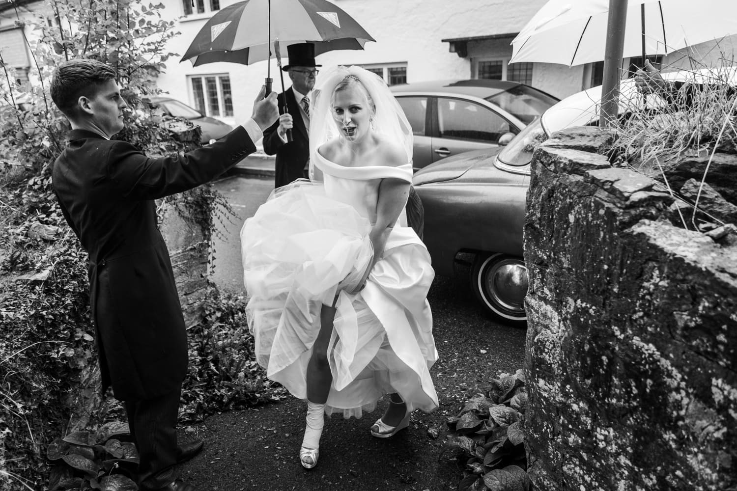 Bride arrives at church in rain
