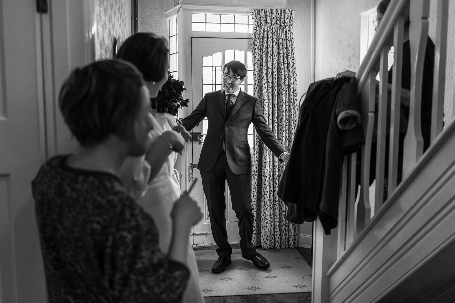 Best-man shows off suit to bridesmaids