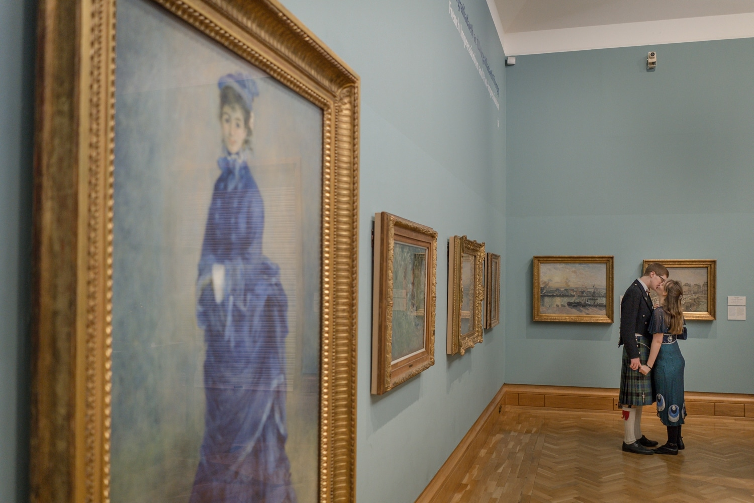 Couple kiss next to the Blue Lady painting at Cardiff Museum