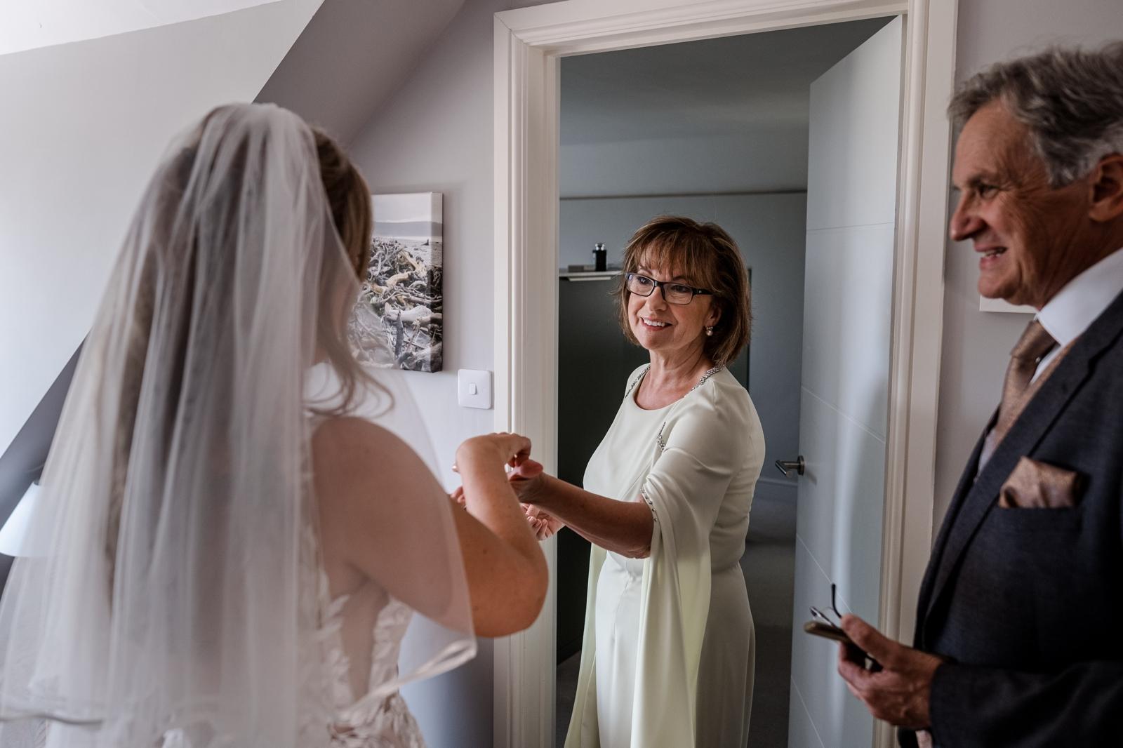 mum smiling at bride