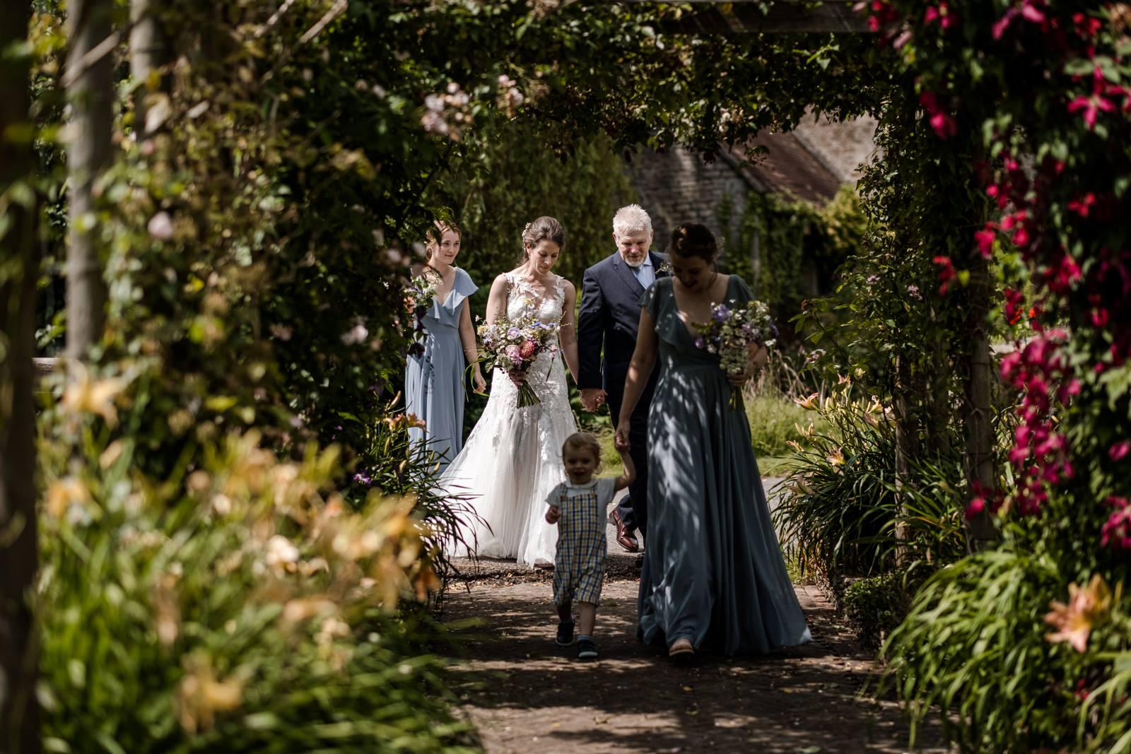 Bride arrivesat Gants Mill